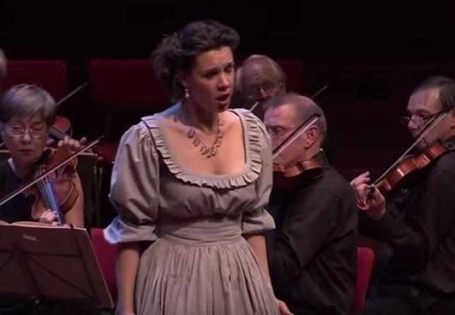Lenneke Ruiten bij het Orkest vna de Achttiende Eeuw (still uit videoclip).