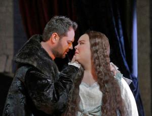 Scène uit Anna Bolena, met Ildar Abdrazakov en Sondra Radvanovsky (© Ken Howard / Metropolitan Opera).