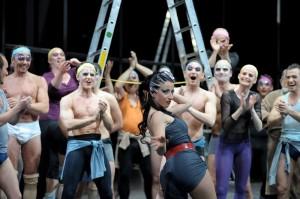 Scène uit Kiss me, Kate bij de Komische Oper Berlin. (© Monika Rittershaus)