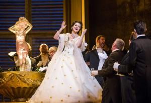 Venera Gimadieva als Violetta in La traviata. (© Royal Opera House / Tristram Kenton)