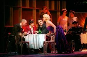Scène uit La bohème bij de Staatsoper in Berlijn. Foto genomen tijdens een eerdere voorstellingenreeks. (© Monika Rittershaus)