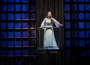 Annemarie Kremer als Maddalena bij Opera North. (© Robert Workman)