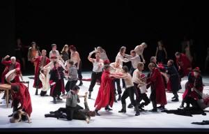Het Koor van De Nationale Opera speelde een hoofdrol in Chovansjtsjina. (© Monika Rittershaus)