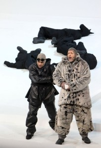 Scène uit South Pole, met Rolando Villazón en Thomas Hampson. (© Wilfried Hösl / Bayerische Staatsoper)