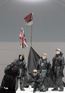 Scène uit South Pole. (© Wilfried Hösl / Bayerische Staatsoper)