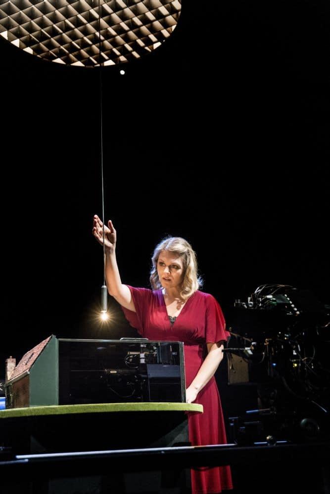 Miah Persson in Blank Out van Michel van der Aa. (© www.marcoborggreve.com)
