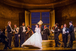 Scène uit Richard Eyres La traviata (andere bezetting dan de bezochte voorstelling). (© Tristram Kenton / Royal Opera House)