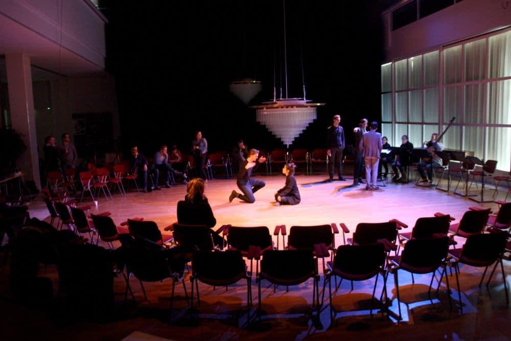 Repetitiefoto van de opera <3, die vandaag in première gaat. (© Andreas Donders)