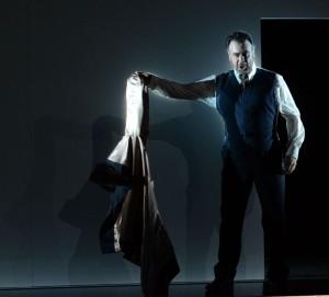 Carlos Álvarez als Jago in Otello. (© Forster)
