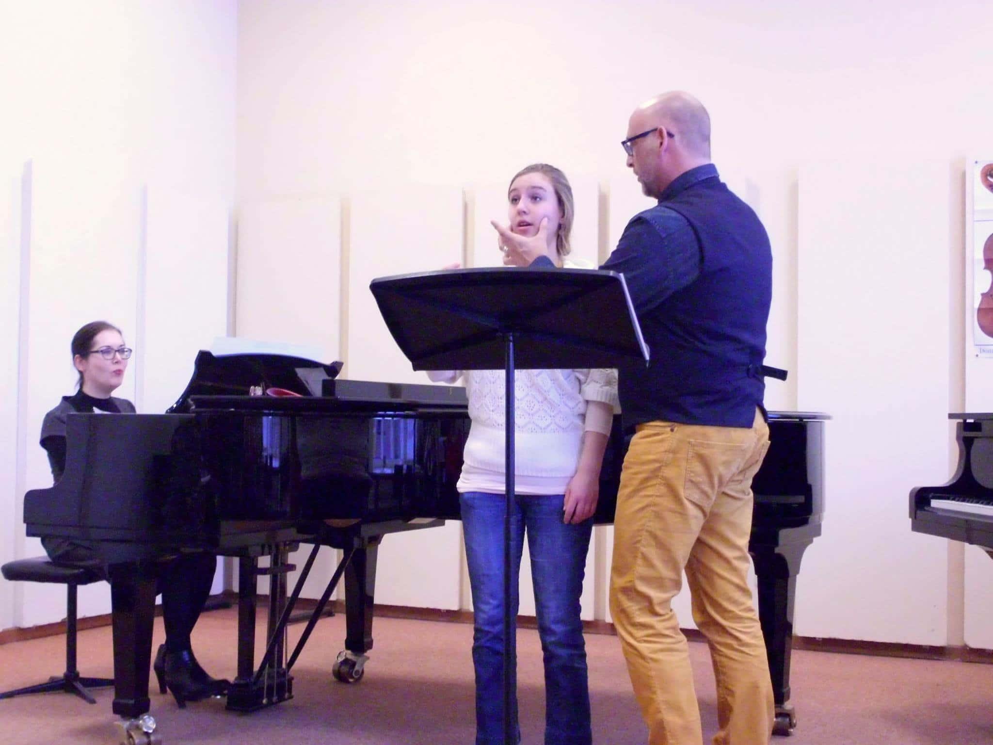 Amand Hekkers in actie. Amand heeft vaste betrekkingen in Glasgow en Kopenhagen en geeft daarnaast op veel andere plekken masterclasses en lessen.