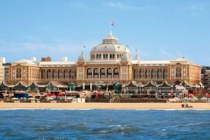 Het Kurhaus in Scheveningen huist op 17 en 18 juni het programma 'Opera by the Sea'.