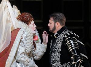 Sondra Radvanovsky en Matthew Polenzani in Roberto Devereux. (© Ken Howard / Metropolitan Opera)