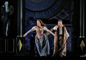 Elīna Garanča en Mariusz Kwiecien in Roberto Devereux. (© Ken Howard / Metropolitan Opera)