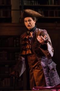 Wiard Witholt als Marquis d'Hérigny in Manon Lescaut. (© Lorraine Wauters / Opéra Royal de Wallonie)