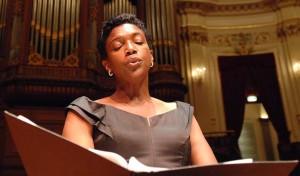 Claron McFadden in het Concertgebouw. (© Eric Veenhuyzen)