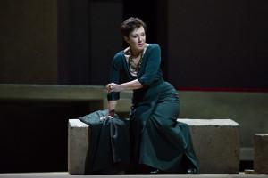 Waltraud Meier als Klytämnestra. (© Marty Sohl / Metropolitan Opera)
