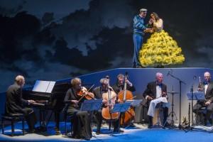 Scène uit de wereldpremière van Koeien bij het Holland Festival. (© Ben van Duin)