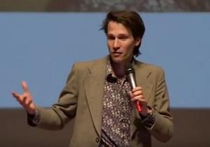Merlijn Twaalfhoven tijdens het European Culture Forum. (still uit de video, zie hieronder)