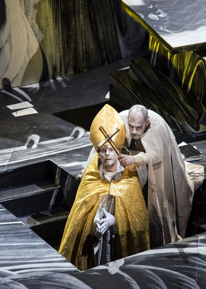 Marcel Beekman (Pope Innozenzo XI) en Leigh Melrose (Athanasius Kircher) in Theatre of the World. (© Ruth Walz)