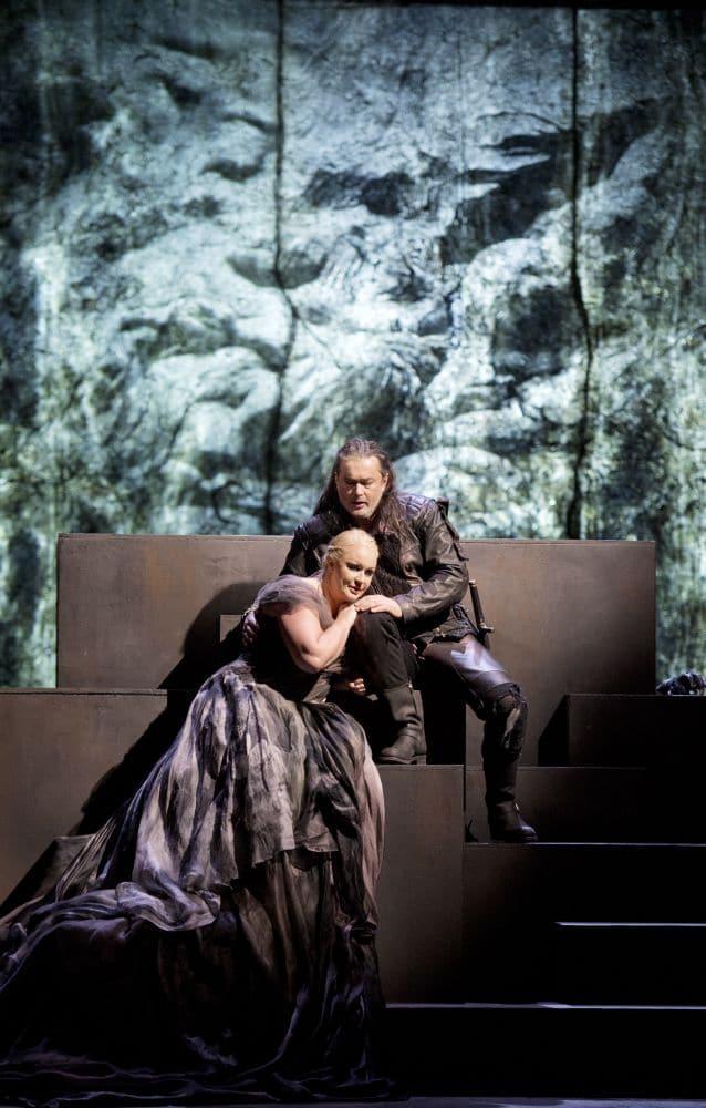 Scène uit Götterdämmerung bij de Staatsoper Berlin (beeld van een vorige speelreeks). (© Monika Rittershaus)