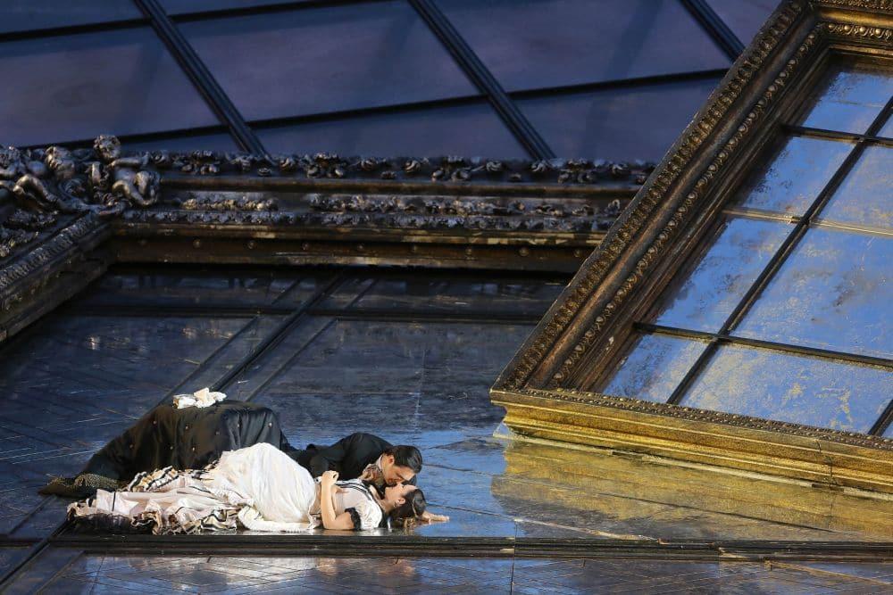 Francesco Demuro en Nino Machaidze in La traviata in de Arena di Verona. (© Ennevi)