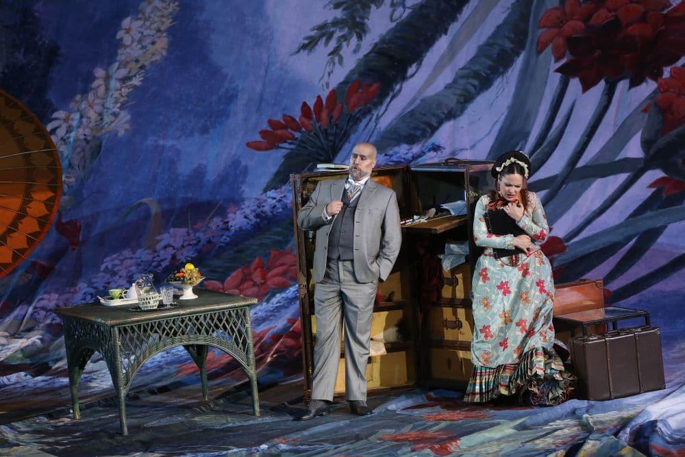 Gabriele Viviani en Nino Machaidze in La traviata in de Arena di Verona. (© Ennevi)