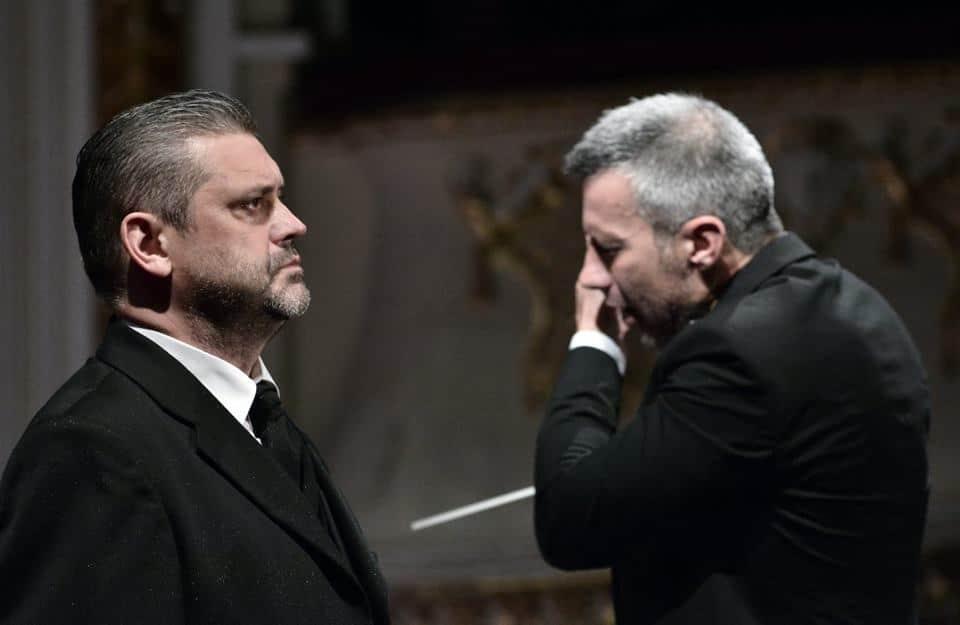 Titelrolvertolker Ştefan Ignat en dirigent Tiberiu Soare in Oedipe. (© operafestival Bartók Plus)
