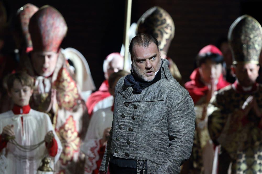 Bryn Terfel als Scarpia in Tosca bij de Bayerische Staatsoper. (© Wilfried Hösl)