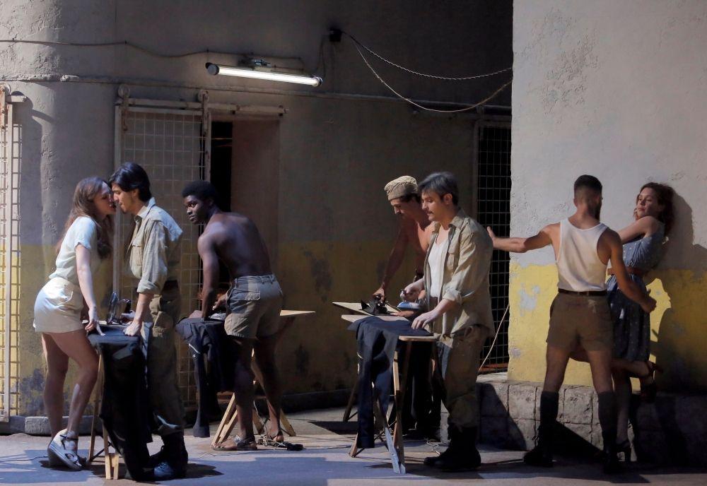 Scène uit Così fan tutte bij het Festival d'Aix-en-Provence. (© Pascal Victor / Artcomart)
