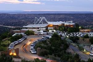 Het theater van de Santa Fe Opera. (© Robert Godwin)