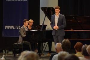 Bariton Henry Neill en zijn pianist Frederick Brown maken het kwartet finalisten vol. (© Hans Hijmering)