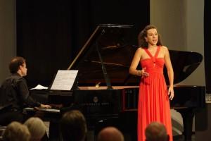 Mezzosopraan Adèle Charvet en pianist Florian Caroubi behoren tot de vier finalisten. (© Hans Hijmering)
