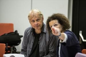 Componist Peter-Jan Wagemans en regisseur Cilia Hogerzeil bij de repetities voor Beeldenstorm. (© Rob van Herwaarden)