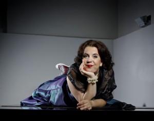 Francis van Broekhuizen is één van de gasten. Ze brengt haar programma 'De dolle diva'. (© Merlijn Doomernik)
