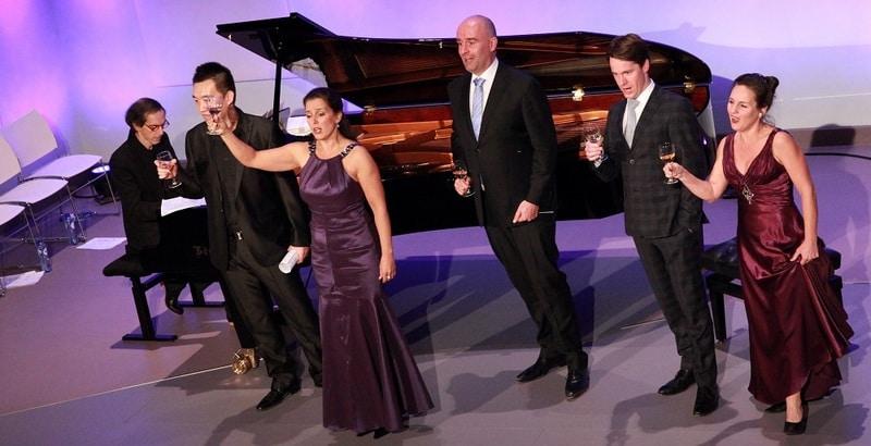 Een optreden van Opera per Tutti in de Edesche Concertzaal. Mylou Mazali is de derde van links. (© Edesche Concertzaal)