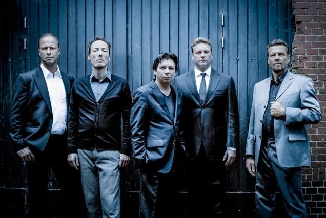 De heren van Taralli. Van links naar rechts: Robbert Muuse, Jan Willem Schaafsma, Maurice Lammerts van Bueren, Marcel Reijans en Frans Fiselier. (© Maurice Lammerts van Bueren)