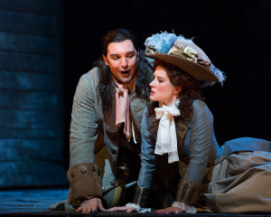 Adam Plachetka (Leporello) en Malin Byström (Donna Elvira) in Don Giovanni. (© Marty Sohl / Metropolitan Opera)