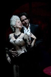 Elena Puszta en Rodrigo Porras Garulo als Giulietta en Hoffmann. (© Silke Winkler)