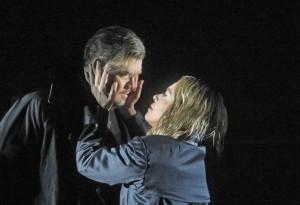 Stuart Skelton en Nina Stemme als Tristan en Isolde. (© Ken Howard / Metropolitan Opera)