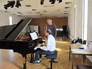 Dietrich Henschel en Roger Braun in repetitie voor 'Wenn ich sein Antlitz sehe'. (© Festival Vocallis)