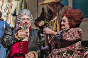 Scène uit Le nozze di Figaro bij Opera Zuid, met rechts Miranda van Kralingen als Marcellina. (© Morten de Boer)