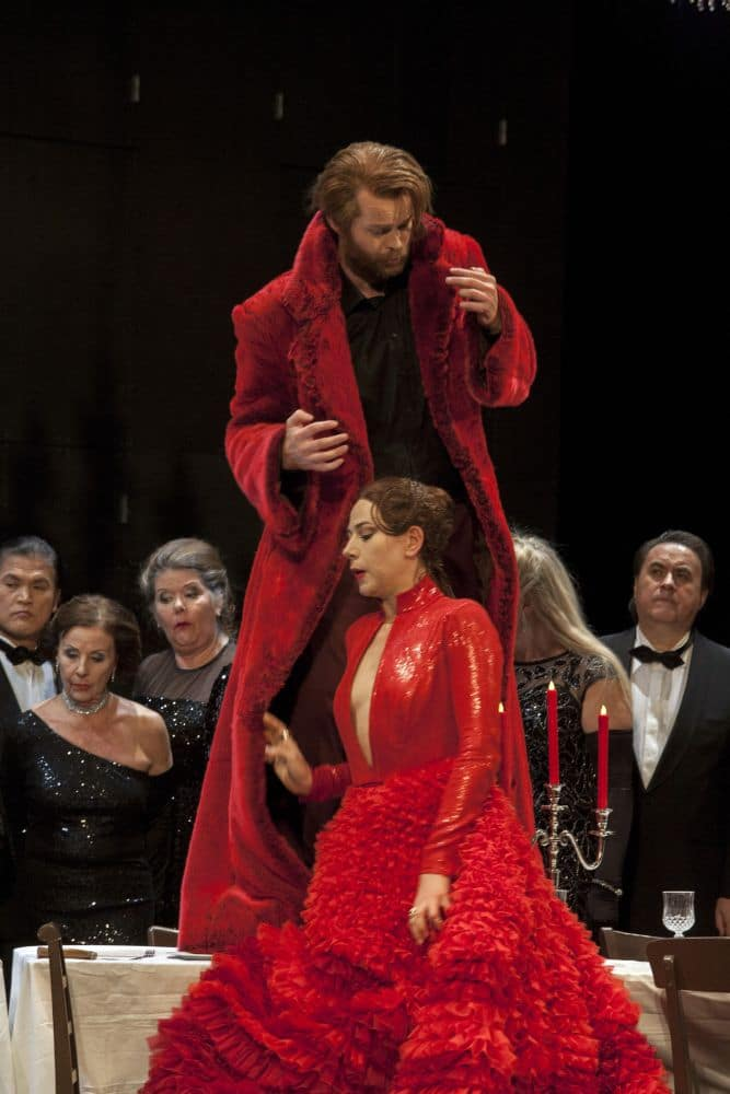 Hrólfur Saemundsson en Sanja Radišić als Macbeth en Lady Macbeth. (© Wil van Iersel)