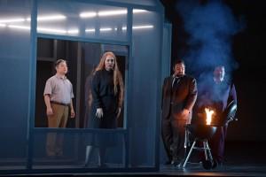 Scène uit Stiffelio bij de Opera Frankfurt. (© Barbara Aumüller)