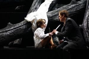 Scène uit Lohengrin bij het Aalto-Musiktheater in Essen. (© Forster)