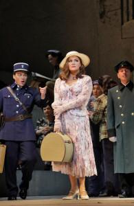 Anna Netrebko als Manon Lescaut in New York. (©  Ken Howard / Metropolitan Opera)