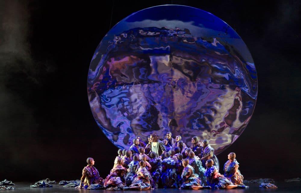 Christopher Ventris en het Koor van de Nationale Opera in Parsifal. (© Ruth Walz / De Nationale Opera)