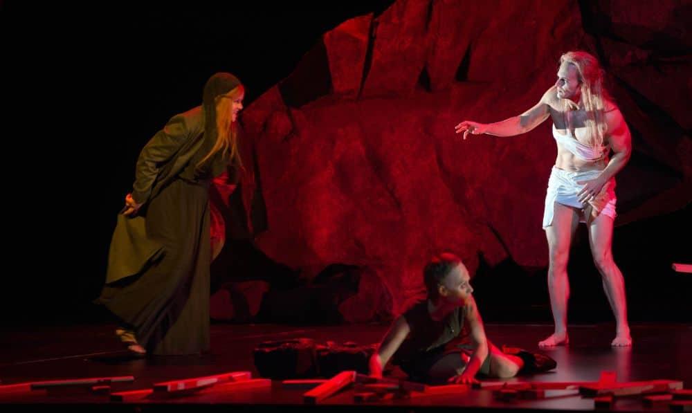 Ryan McKinny (Amfortas) en Petra Lang (Kundry) in Parsifal. (© Ruth Walz / De Nationale Opera)