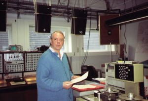 Karlheinz Stockhausen in de WDR-studio in  Keulen. (© Kathinka Pasveer)
