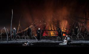 Scène uit Il trovatore bij het Royal Opera House. (© Clive Barda)