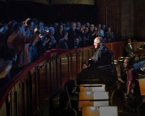 James Levine voor het orkest van de Met. (© Naomi Vaughan / Metropolitan Opera)